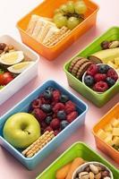cibo scatole pranzo disposizione ad alto angolo foto