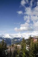 les arcs alpi francesi stazione sciistica e vista montagne vicino a bourg saint maurice in francia foto