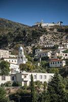 Dhermi tradizionale vista del villaggio albanese nell'Albania meridionale foto