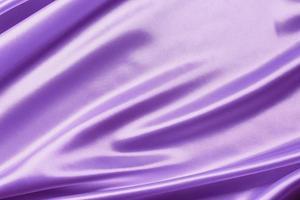 panno di seta di raso viola astratto per lo sfondo foto