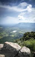 paesaggio di campagna vista da preah vihear antiche rovine di templi in cambogia foto