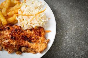 bistecca di pollo alla griglia piccante barbecue foto