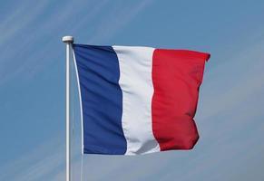 bandiera francese della francia sopra il cielo blu foto