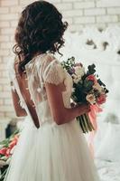 vista posteriore della sposa foto