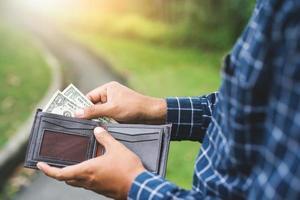 soldi nel portafoglio foto