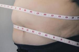 corpo umano e corpo grasso, pancia o pancia e sovrappeso delle persone. foto