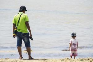 Sorong, Indonesia 2021- padre e figlio foto