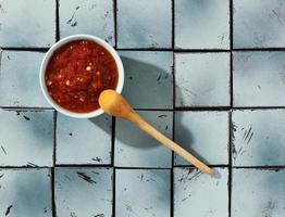pasto delizioso con composizione di sambal foto