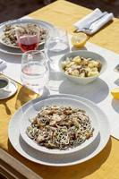 la deliziosa disposizione dei piatti gulas foto