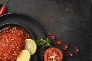 la deliziosa disposizione dei piatti di sambal foto