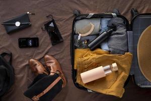 la valigia da viaggio preparativi imballaggio foto