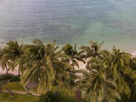 paesaggio hawaiiano mozzafiato con mare blu foto