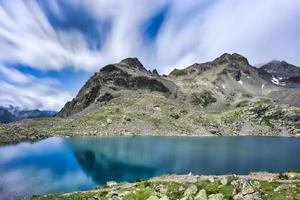 lago alpino in engadina svizzera. lej da la tscheppa foto