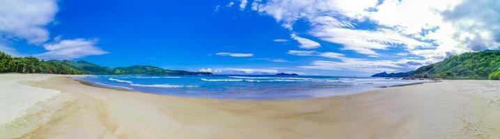 spiaggia di praia lopes mendes panorama isola tropicale ilha grande brasile. foto