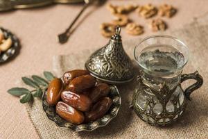 cibo arabo concetto ramadan. risoluzione e bella foto di alta qualità