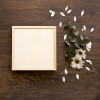 mockup di cornice con fiori. risoluzione e bella foto di alta qualità