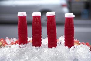 succo di melograno con ghiaccio foto
