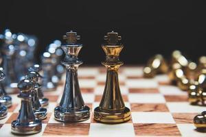 strategia di leadership come re uno di fronte all'altro foto