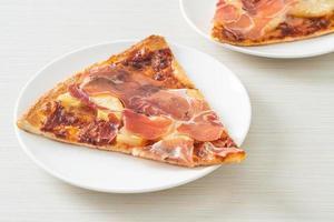 pizza con prosciutto o prosciutto di parma pizza foto