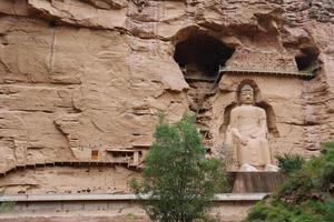 cinese antica statua del buddha a Bingling grotta tempio di lanzhou cina foto