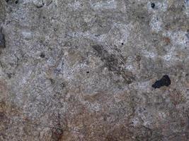 struttura di pietra nel giardino foto