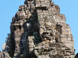 torre di fronte al tempio bayon, siem reap cambogia foto