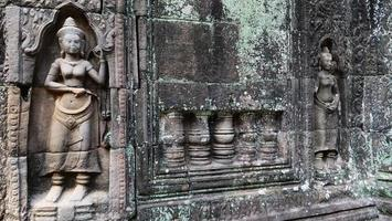 scultura in pietra al tempio di ta som, siem reap cambogia. foto