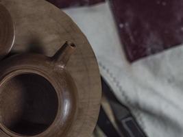 teiera fatta a mano in argilla yixing per una cerimonia del tè cinese foto