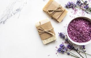 cosmetico termale biologico naturale con lavanda. foto