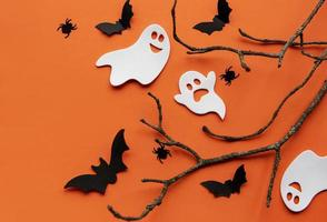 collezione di oggetti per feste di halloween che formano una cornice foto