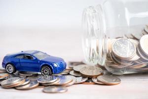 auto su sfondo di monete prestito auto foto