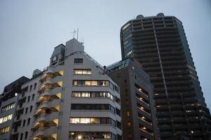 la vista dell'edificio urbano moderno foto