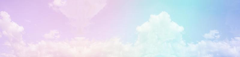 cielo e nuvole su un bellissimo sfondo pastello. foto