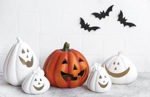 zucche di halloween e decorazioni jack o lantern foto