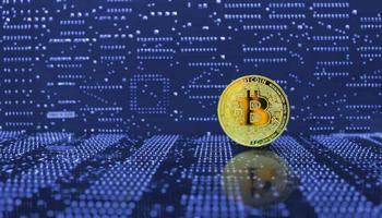criptovaluta bitcoin dorato foto