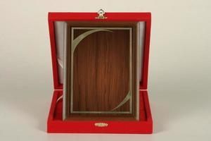 targhe varie in legno e metallo per campionati e competizioni foto