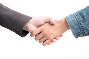 stretta di mano di uomini d'affari su sfondo bianco isolato foto