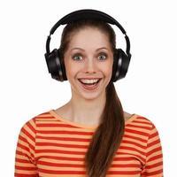 allegra giovane donna con le cuffie stereo foto