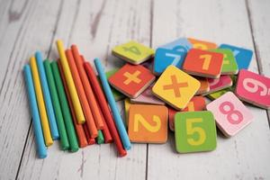 numero di matematica colorato, studio dell'istruzione apprendimento della matematica foto