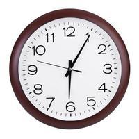 sei e cinque minuti su un quadrante foto