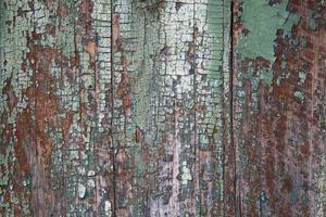 vecchia vernice verde sulle tavole foto
