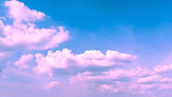 sfondo di colore rosa e blu nuvoloso foto