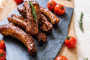 costine di maiale alla griglia barbecue foto