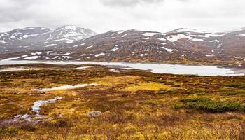 panorama del lago vavatn a hemsedal, norvegia foto