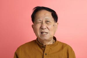 ritratto di uomo asiatico foto