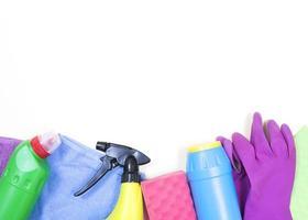 concetto di pulizia con prodotti per la pulizia foto