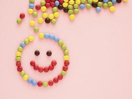 caramelle su sfondo rosa foto