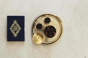 concetto di Ramadan con Corano foto