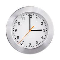 tre ore sull'orologio rotondo foto
