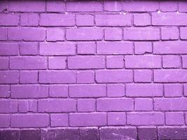 sfondo muro di mattoni viola foto